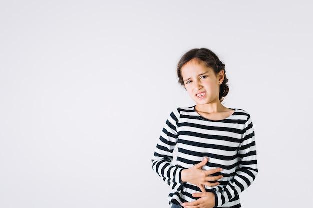 Dziewczyna Z Bolącym żołądkiem Premium Zdjęcia