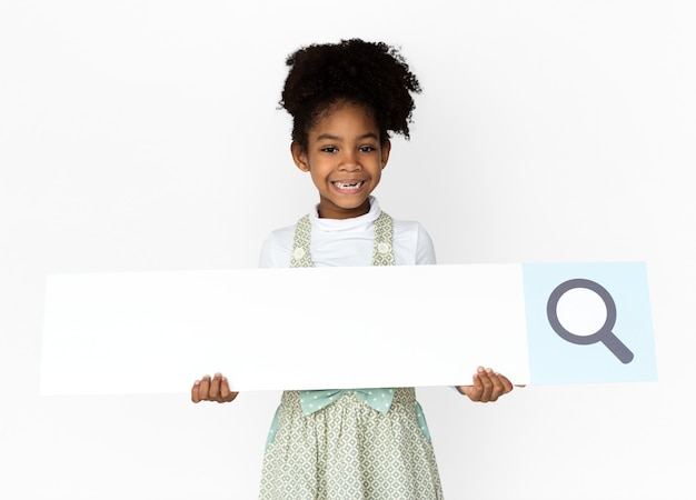 Dziewczynka gospodarstwa lupy pole wyszukiwania studio portret Premium Zdjęcia