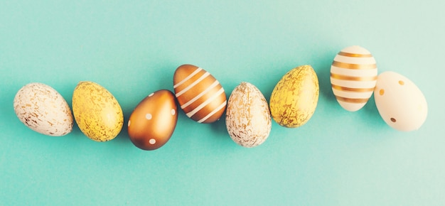 Easter flat lay of eggs na turkusie Darmowe Zdjęcia