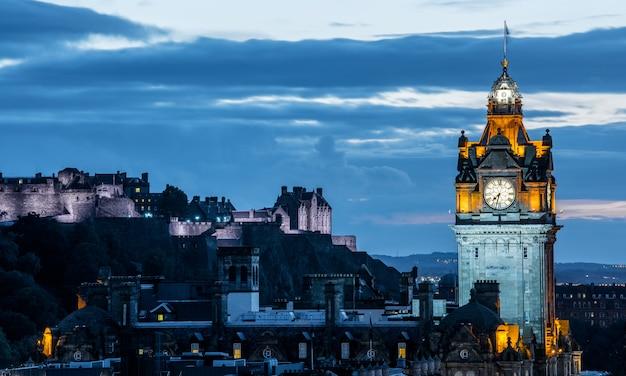 Edynburg Linia Horyzontu Przy Nocą, Szkocja Premium Zdjęcia