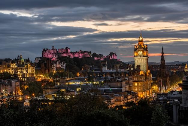 Edynburg Miasto Linia Horyzontu Przy Nocą, Szkocja Premium Zdjęcia