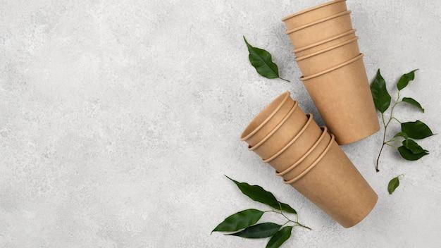 Ekologiczna Jednorazowa Zastawa Stołowa I Pozostawia Miejsce Na Kopię Premium Zdjęcia