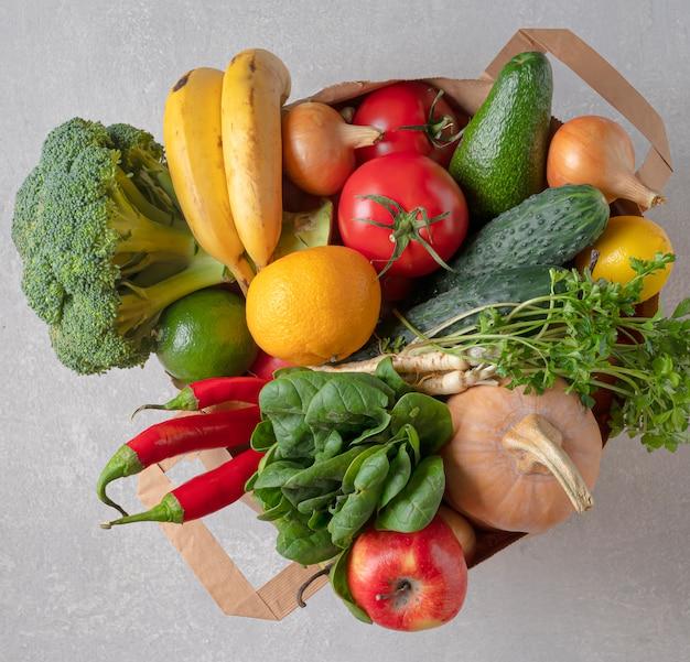 Ekologiczna Torba Na żywność. Torba Na Zakupy Pełna Produktów Ekologicznych. Widok Z Góry, Ekologiczny Sklep. Premium Zdjęcia