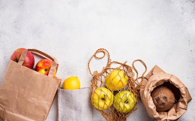 Ekologiczne opakowanie. torby papierowe i bawełniane Premium Zdjęcia