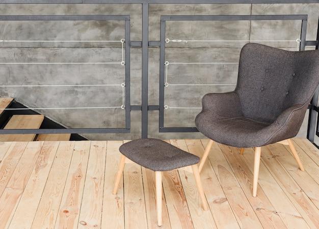 Elegancki, nowoczesny fotel i taboret Darmowe Zdjęcia