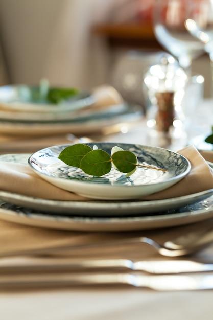 Elegancki Stół Do Serwowania Na Przyjęciu Bankietowym Premium Zdjęcia