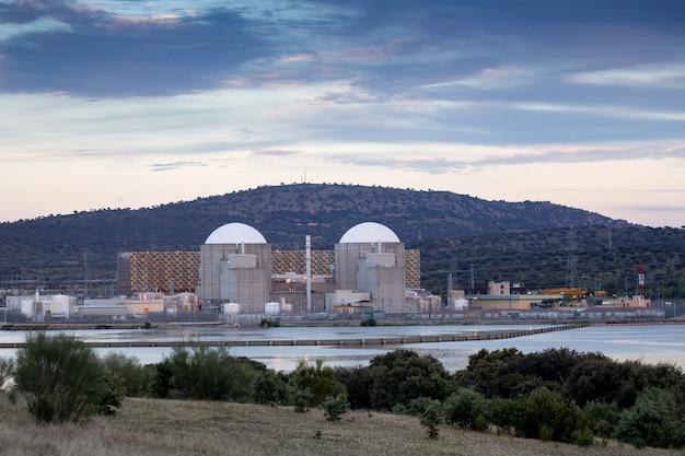 Elektrownia jądrowa w centrum hiszpanii Premium Zdjęcia