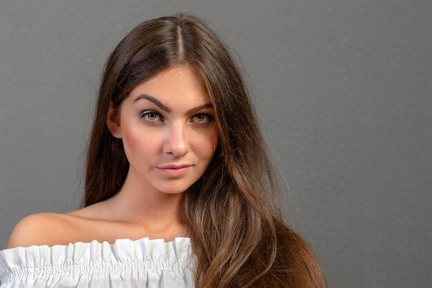 Emocjonalny młoda kobieta portret Premium Zdjęcia