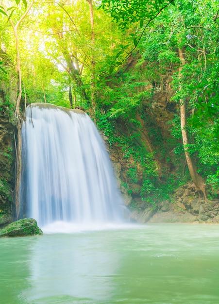 Erawan Waterfall, Erawan National Park W Kanchanaburi W Tajlandii Premium Zdjęcia