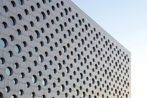 Fasada Nowoczesnego Budynku Z Okrągłymi Oknami Premium Zdjęcia