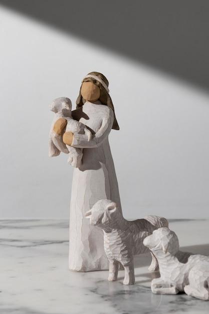 Figurka Kobiety Z Owcą W Dzień Trzech Króli Darmowe Zdjęcia