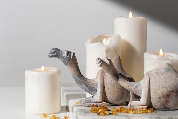 Figurki Wielbłąda Ze świecami I Rodzynkami Darmowe Zdjęcia