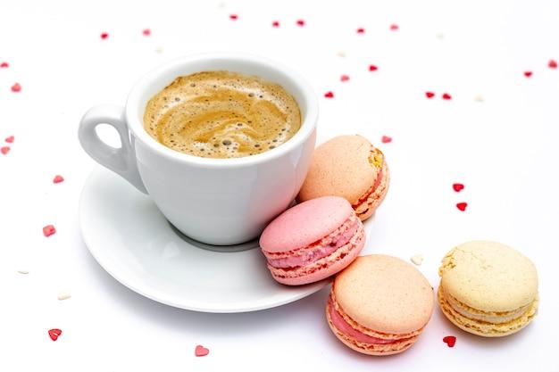 Filiżanka Kawy I Macarons Na Walentynki Darmowe Zdjęcia