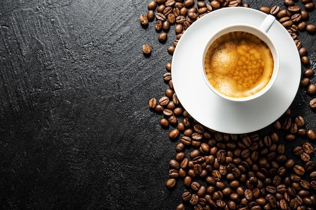 Filiżanka świeżo przygotowanej kawy podana w filiżance Darmowe Zdjęcia