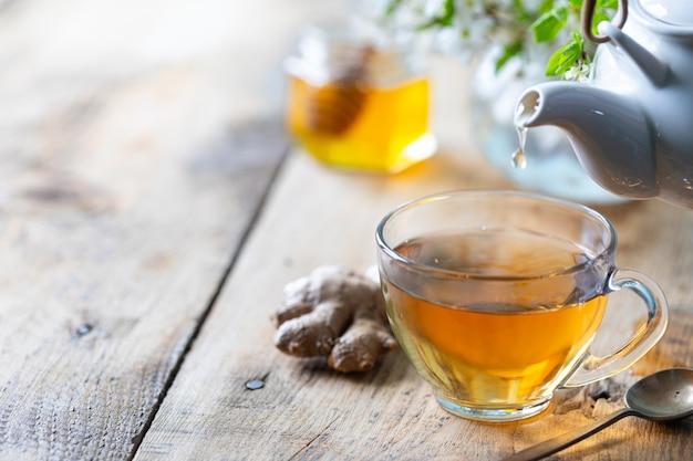 Filiżanka Zielonej Herbaty, Imbiru, Cytryny, Miodu Dla Wzmocnienia Odporności Na Wiosnę. Kopia Przestrzeń Premium Zdjęcia