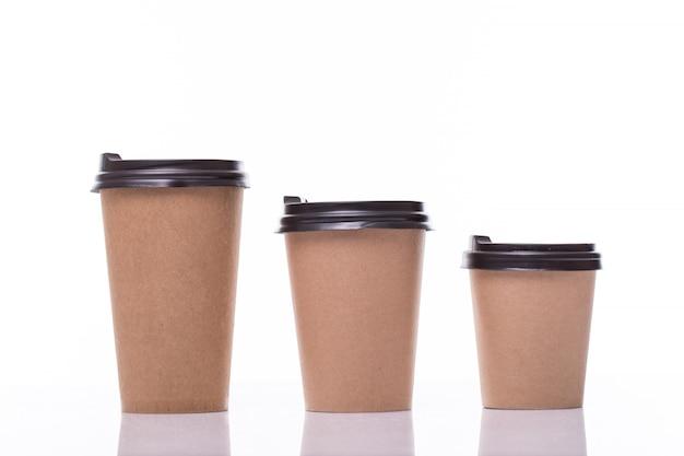 Filiżanki Z Kawą W Różnych Rozmiarach Na Białym Tle Darmowe Zdjęcia