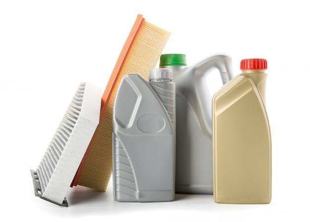 Filtry Oleju Samochodowego I Olej Silnikowy Mogą Na Białym Tle Premium Zdjęcia