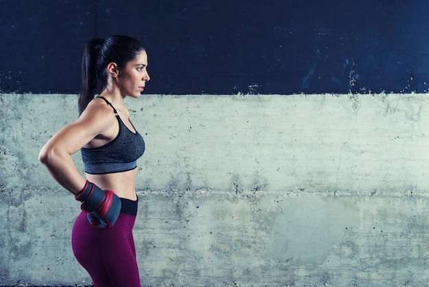 Fitness Kobieta Koncentruje Się I Motywuje Do Treningu Darmowe Zdjęcia