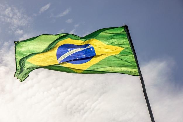 Flaga brazylii na zewnątrz Premium Zdjęcia