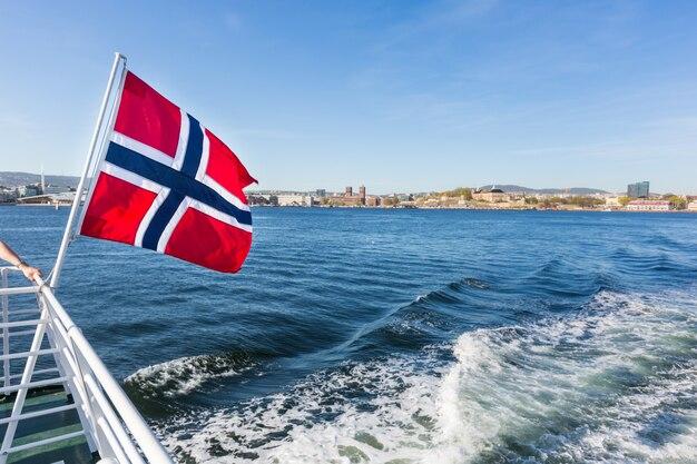 Flaga Norwegii Na Rufie łodzi W Oslo Premium Zdjęcia