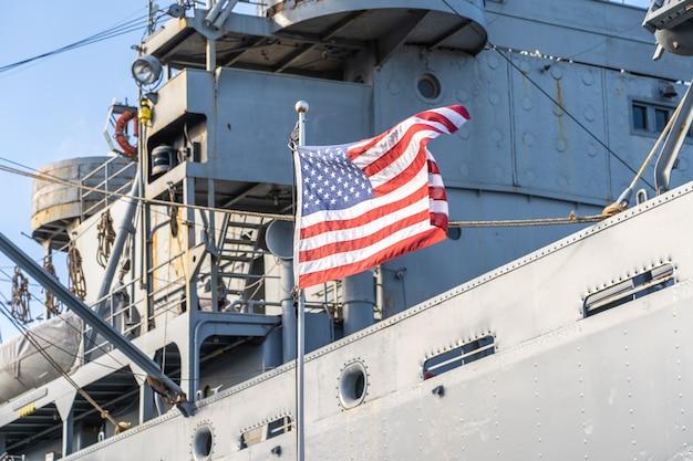 Flaga Usa Na Statku Wojskowym Premium Zdjęcia