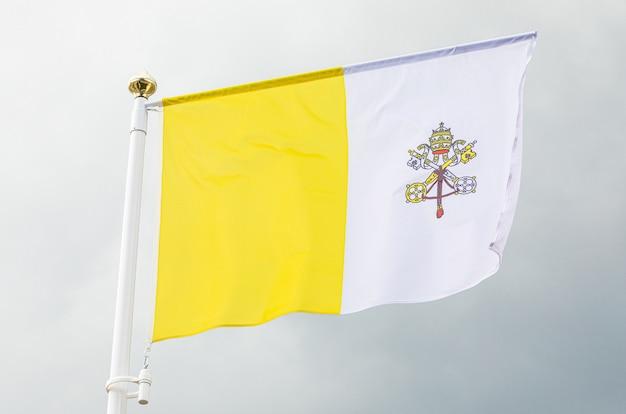 Flaga watykanu na wietrze Premium Zdjęcia