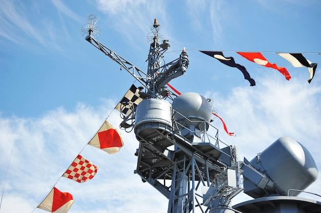 Flagi Wakacyjne Na Rosyjskim Okręcie Wojennym Premium Zdjęcia