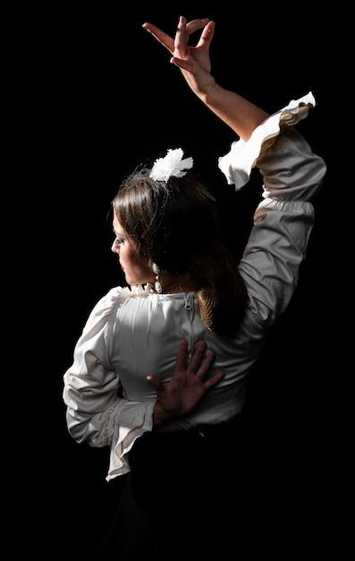 Flamenca Widok Z Tyłu Z Podniesionym Ramieniem Darmowe Zdjęcia
