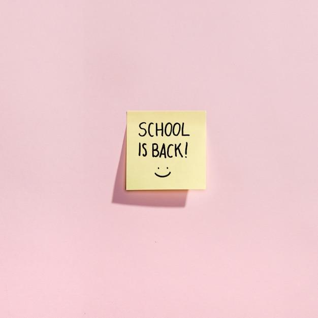 Flay wrócił do szkolnych elementów z karteczkami samoprzylepnymi Darmowe Zdjęcia