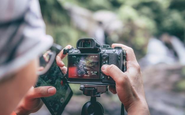 Fotograf Ustawienie Aparatu Cyfrowego Premium Zdjęcia