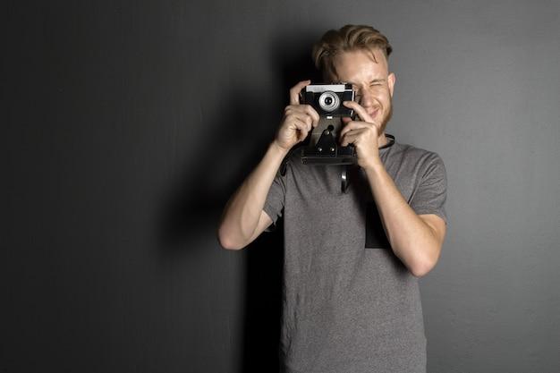Fotograf z aparatem Premium Zdjęcia