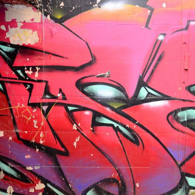 Fragment Rysunków Graffiti. Stara ściana Ozdobiona Plamami Farby W Stylu Kultury Sztuki Ulicznej. Premium Zdjęcia
