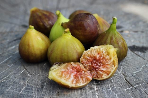 Fragment świeżych Fig Na Tle Zabytkowe Drewniane Darmowe Zdjęcia