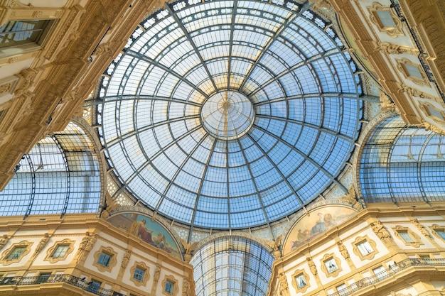 Galleria Vittorio Emanuele Ii W Centrum Mediolanu We Włoszech. Premium Zdjęcia