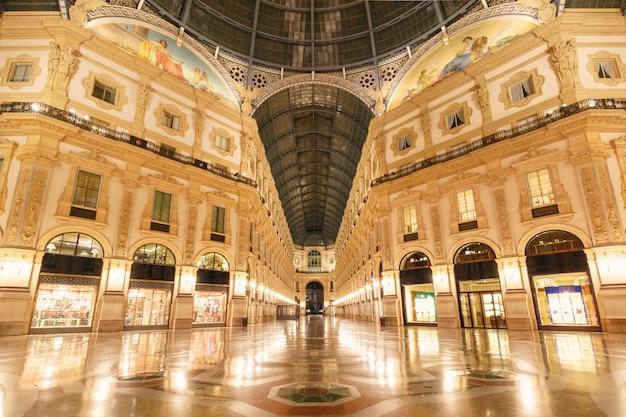Galleria Vittorio Emanuele Ii W Mediolanie We Włoszech Premium Zdjęcia