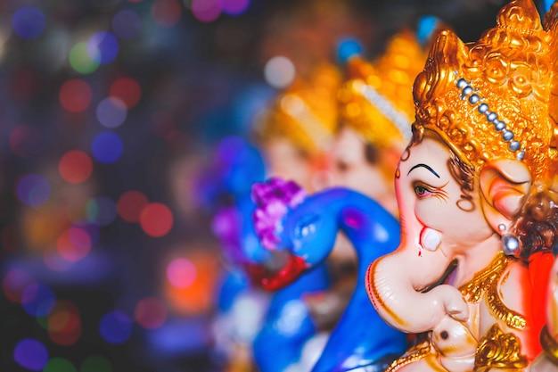 Ganesha I Niebieskie łabędzie Małe Figurki I Premium Zdjęcia