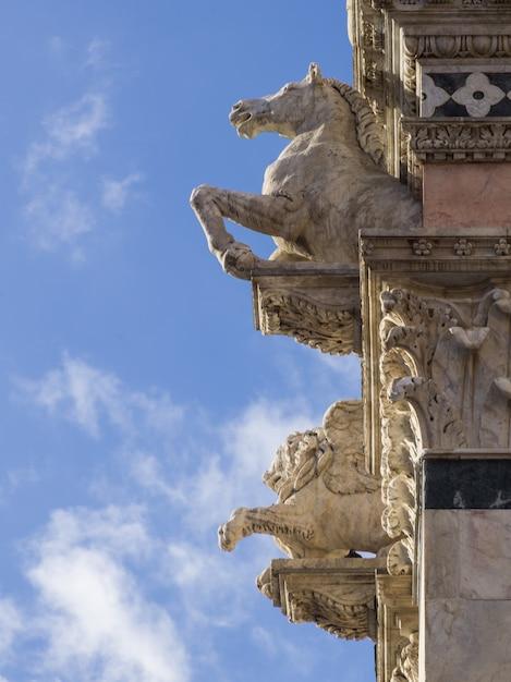 Gargoyles Na Fasadzie Siena Cathedral, Siena, Toskania, Włochy Premium Zdjęcia