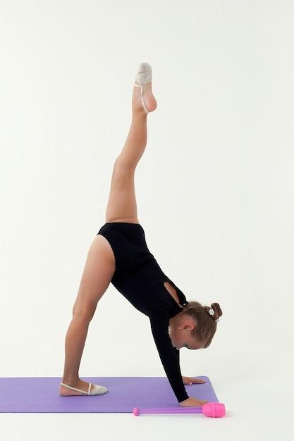 Gimnastyczka Artystyczna Na Białym Tle Na Białym Tle Premium Zdjęcia