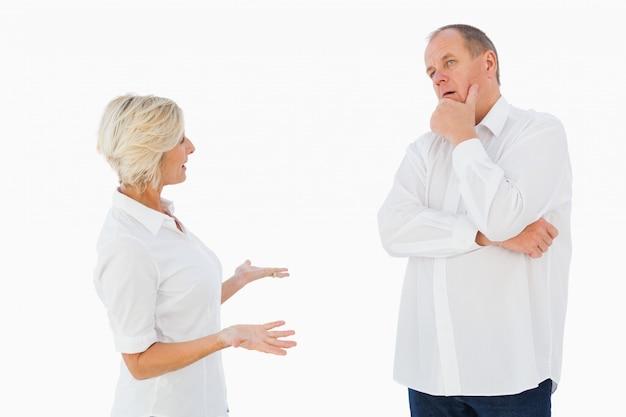 Gniewna Stara Para Dyskutuje Między Sobą Premium Zdjęcia