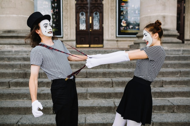 Gniewny żeński Mima Ciągnięcia Męski Mima Suspender Darmowe Zdjęcia