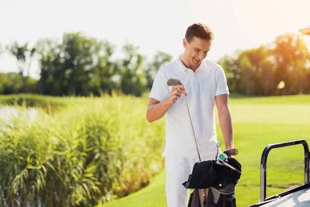 Golfista Z Golf Sticks Golf Bat Set W Buggy Car. Premium Zdjęcia