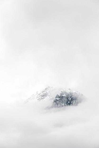 Góra Pokryta Mgłą Darmowe Zdjęcia
