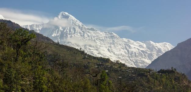Góra Pokryta śniegiem I Błękitne Niebo Darmowe Zdjęcia