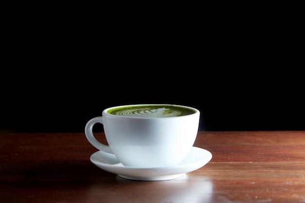 Gorący napój z zielonej herbaty matcha latte Premium Zdjęcia