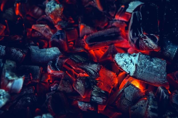 Gorący Węgiel Drzewny Z Bliska Premium Zdjęcia