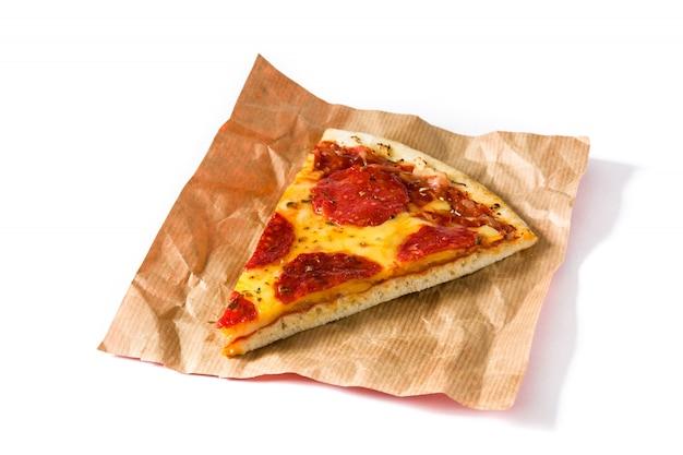 Gorący Włoski Pepperoni Pizzy Plasterek Odizolowywający Na Bielu Premium Zdjęcia