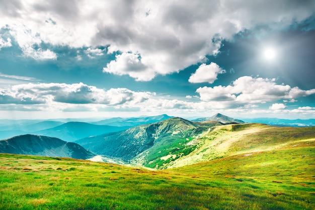 Górski krajobraz jesienią Premium Zdjęcia