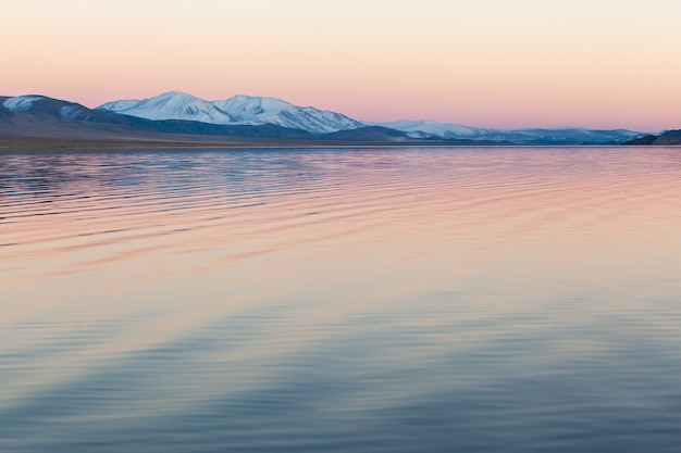 Górskie Jezioro Mongolia Premium Zdjęcia