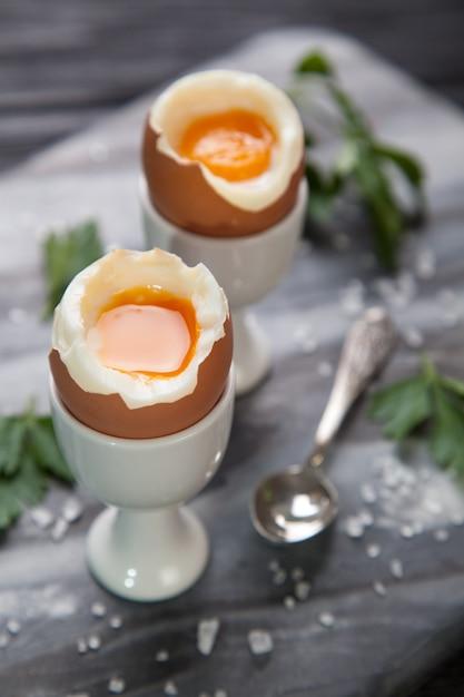 Gotowani Jajka Na Marmurowym Tle Premium Zdjęcia