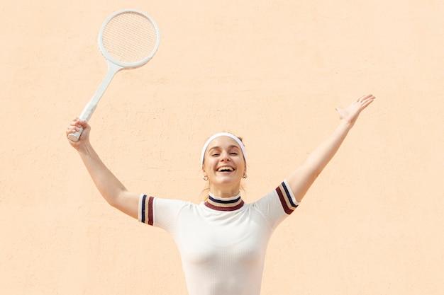 Gracz w tenisa szczęśliwa kobieta po meczu Darmowe Zdjęcia